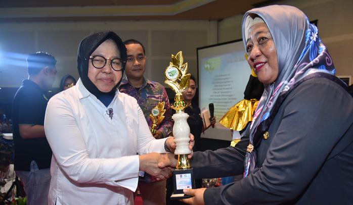 Walikota Surabaya Anugerahi 61 SD dan SMP Penghargaan Sekolah Zero Waste
