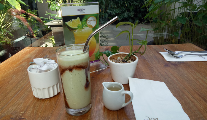 Kurangi Sampah Plastik, Hotel Mercure Surabaya Hanya Sediakan Sedotan Stainless