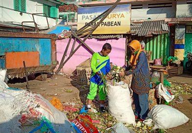Manfaatkan Libur Paskah, Tim LH SMPN 11 Surabaya Grebek Pasar Pabean