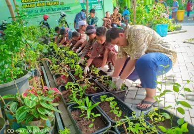 """Tanam Pohon, Bazar Ecopreneur dan Musik """"Kartini Bumi"""" SMP Al Islah"""