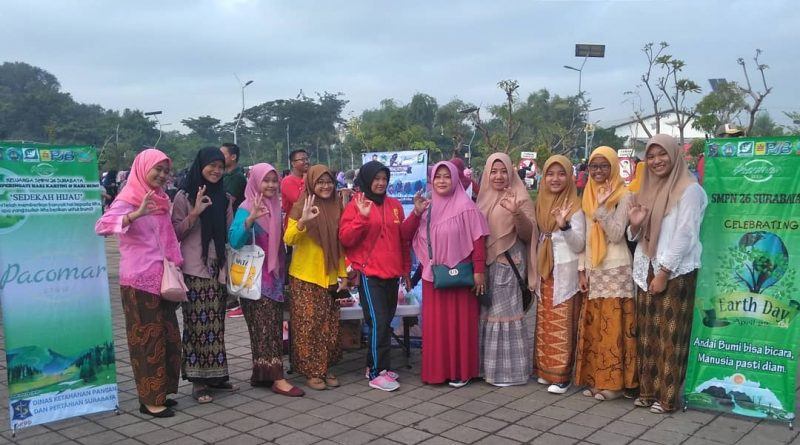 Sedekah Hijau Kartini Untuk Bumi Tim Jirowes SMPN 26 Surabaya