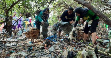 3070 Keluarga dan 13.491 Orang Ikuti Family Cleanup Pesisir Tambak Wedi