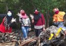 Pembina Pangput LH 2020 Bersihkan Pesisir Tambak Wedi Bersama Keluarga