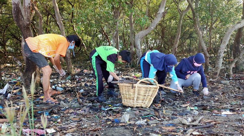 Bersih-Bersih IV Pandemi, Kumpulkan Setengah Truk Sampah Pesisir Tambak Wedi