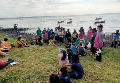Peserta Bersih Pantai Berbagi Pengalaman Selama Kritis Covid