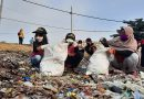 Seru! Lomba Mengumpulkan Sampah Pantai Antar Keluarga