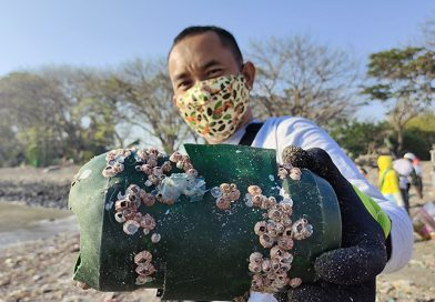 Anggota DPRD Surabaya Soroti Sampah Masker Medis di Pantai Kenjeran