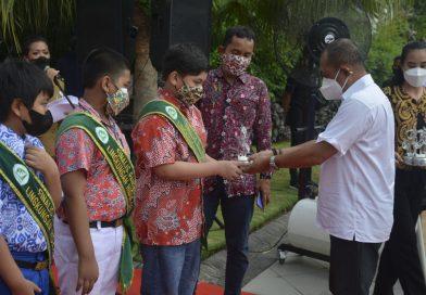 Penghargaan Wawali Surabaya Untuk Finalis Pangeran Puteri Lingkungan